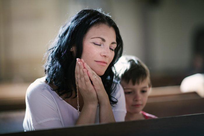 graphicstock-beautiful-woman-with-her-son-praying-in-the-church_BRegP-k0Wb